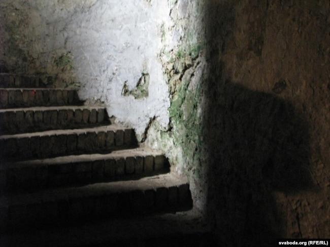 Скляпеньне замку ў Вімпэрку, дзе трымалі Геніюшаў