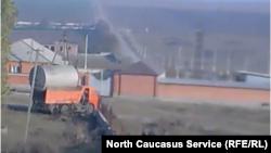 Власти вывозят цистерну с нефтебазы местного жителя в с. Кантышево (архивное фото)