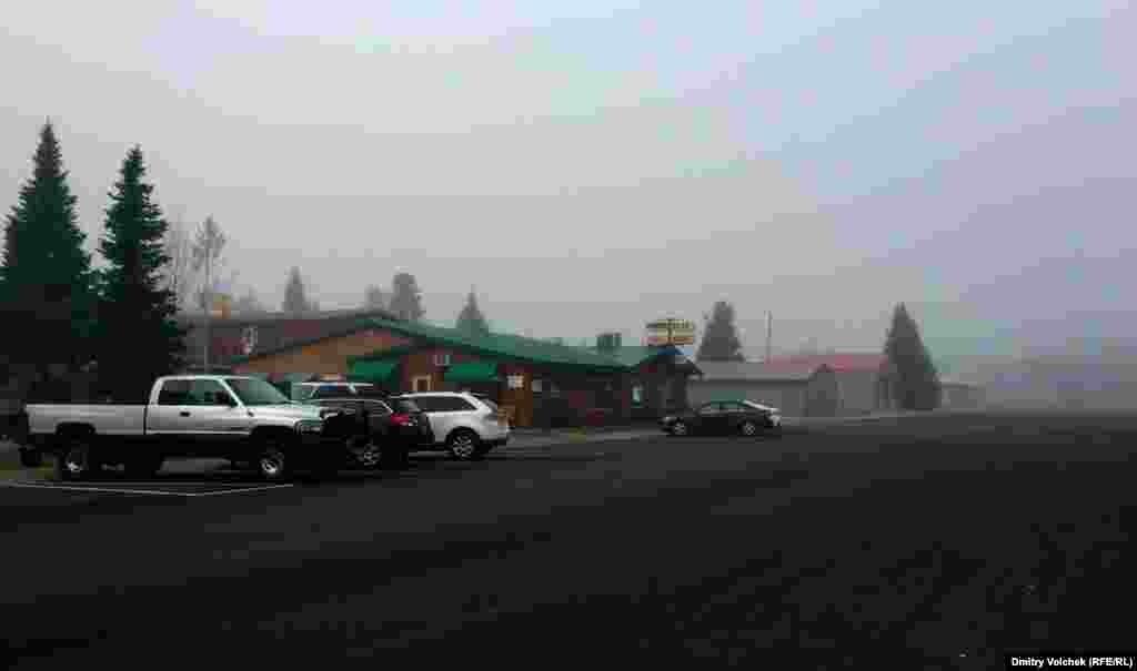 Туманное утро возле Йеллоустоуна