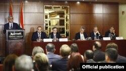 Президент Армении Серж Саргсян обращается с приветственной речью к участникам армяно-австрийского бизнес-форума, Ереван, 26 июня 2012 г․