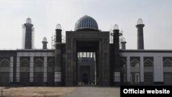 В Душанбе продолжается строительство самой крупной мечети в регионе