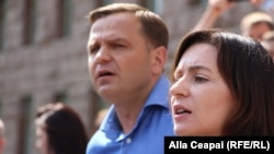 Moldovan opposition leaders Andrei Nastase (left) and Maia Sandu (file photo)