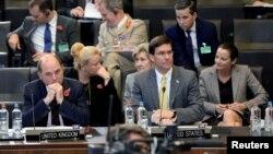 مارک اسپر، وزیر دفاع آمریکا، در نشست وزرای دفاع ناتو؛ بروکسل