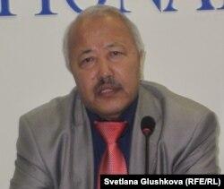 Еуразия ұлттық университетінің оқытушысы Дәуренбек Әубәкір. Астана, 27 қазан 2011 жыл.