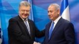 Ukrainian President Petro Poroshenko (left) shakes hands with Israeli Prime Minister Benjamin Netanyahu after the signing of a free-trade agreement in Jerusalem on January 21.