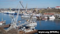 Вид на Севастопольский морской завод. Иллюстрационное фото