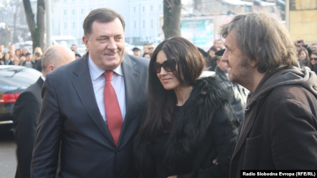 President Milorad Dodik (left), actress Monica Bellucci (center), and Serbian film director Emir Kusturica meet to face the press in Banja Luka on January 19.