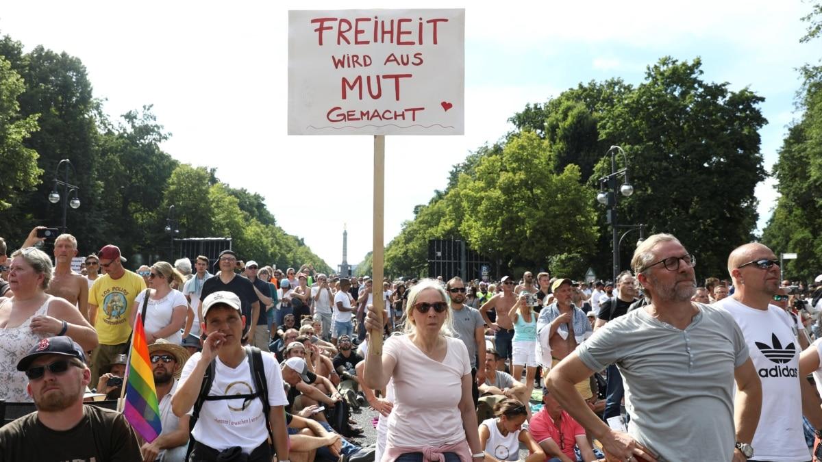 هزاران نفر در برلین علیه محدودیتهای کرونا دست به تظاهرات زدند