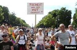 Političke posledice pandemije mogu biti još veće, smatra Fukujama (protesti u Berlinu 1. avgusta 2020 zbog mera protiv korone)