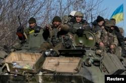 Українські військові після відступу з Дебальцева. 18 лютого 2015 року