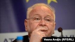 Žarko Korać: Šešelj ucenjuje neke ljude danas u javnom životu