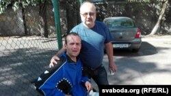 Васіль Парфянкоў з бацькам, пасьля раненьня ў зоне АТА, у Адэскім шпіталі. Адэса, 20 верасьня 2015 году