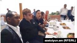 Элтон Джон в Ереване