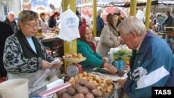 Выбор на рынках Саратова обширнее, чем на избирательных участках