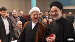 اکبر هاشمی رفسنجانی و محمد خاتمی از نهاد های مسئول در برگزاری هشتمین دوره انتخابات مجلس خواستند که شرایط انتخاباتی «سالم و آزاد» را فراهم بیاورند.