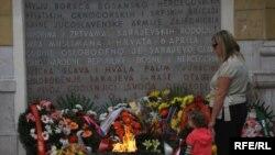 Sarajevo, Vječna vatra, jedan od simbola grada, znak sjećanja na civilne žrtve u Drugom svjetskom ratu