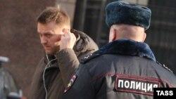 Олексій Навальний біля будівлі Слідчого комітету Росії. Москва, 16 січня 2014