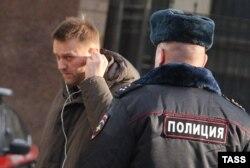 Алексей Навальный у здания Следственного комитета России, 16 января 2014