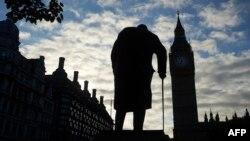 Winston Churchill-in heykəli Big Benin qonşuluğundadır