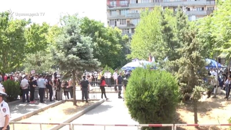 Пятерых граждан, требующих ареста Кочаряна, доставили в Шенгавитский отдел полиции