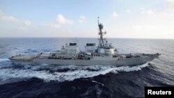 ناوشکن آمریکایی «یواساس مِیهَن» حامل موشکهای هدایتشونده است.