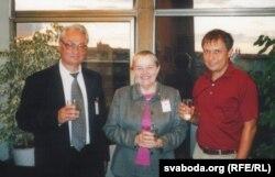Генадзь Бураўкін, Івонка Сурвіла і Аляксандар Лукашук. Прага, 2004 год.