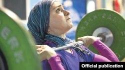 Մահմեդական կին ծանրամարտիկ, արխիվ