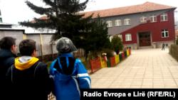 """Shkolla Fillore """"Faik Konica"""" në Prishtinë."""