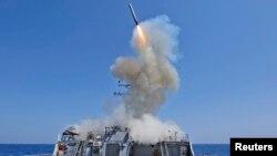 Қашықтан басқарылатын Tomahawk зымыраны АҚШ әскери кемесінен атылған сәт. Жерорта теңізі, 29 наурыз 2011 жыл. Көрнекі сурет