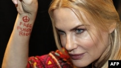 Daryl Hannah shows a slogan on her forearm in support of the two jailed members of Pussy Riot.