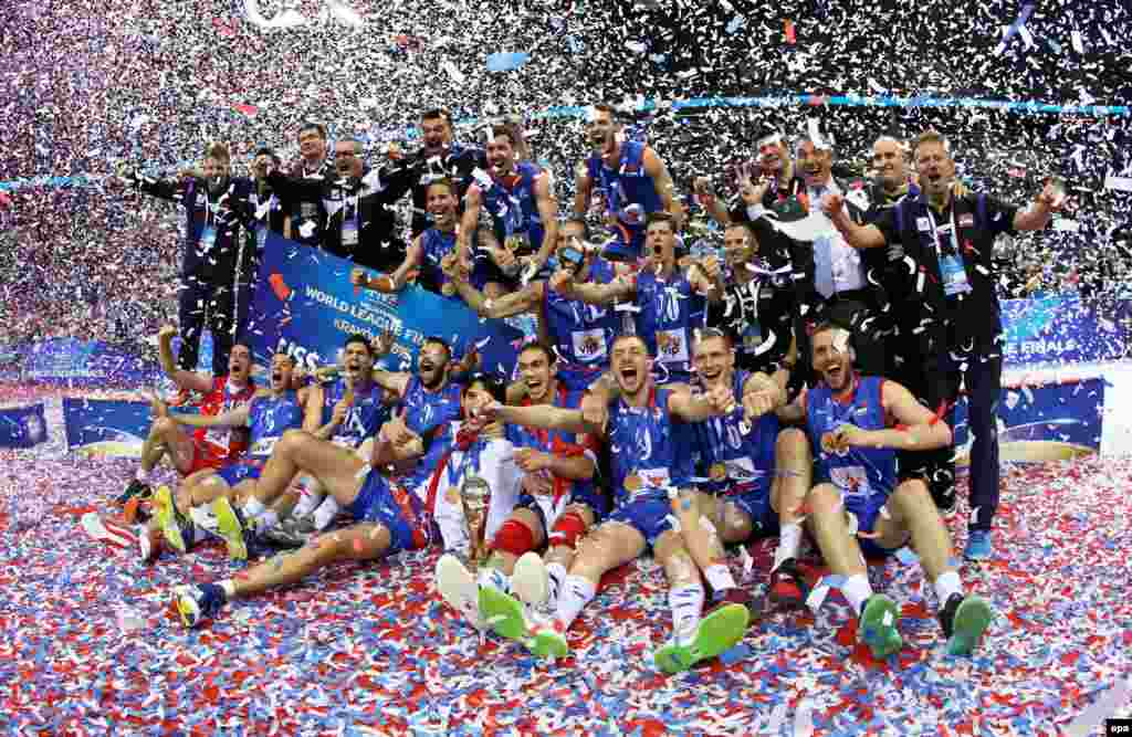 Players from the Serbian national team celebrate after winning first place at the FIVB Volleyball World League 2016 Final Six tournament in Krakow, Poland, on July 17. (epa/Stanislaw Rozpedik)