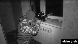 Украинский снайпер в аэропорту Донецка.