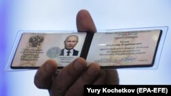 Як очікують, уже в першому турі виборів, що призначений на 18 березня, зі значним відривом переможе 65-річний Володимир Путін