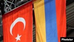 Հայաստանի և Թուրքիայի դրոշները Երևանում մարզական միջոցառման ժամանակ, արխիվ