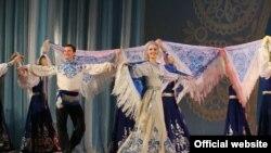 Выступление в Абхазии этого прославленного коллектива в этом году проходит в рамках проекта «От берегов могучего Енисея к вершинам седого Кавказа», который уже заставил аплодировать и восторгаться зрителей нескольких северокавказских республик