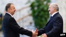 Ільгам Алієв (л), Олександр Лукашенко (п), архівне фото 2014 року