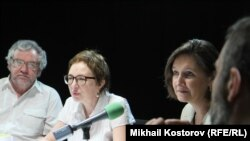 Russia -- Elena Fanailov, Boris Dubin and Irina Lagunina - future of Radio Liberty talk show, on May 14, 2013.