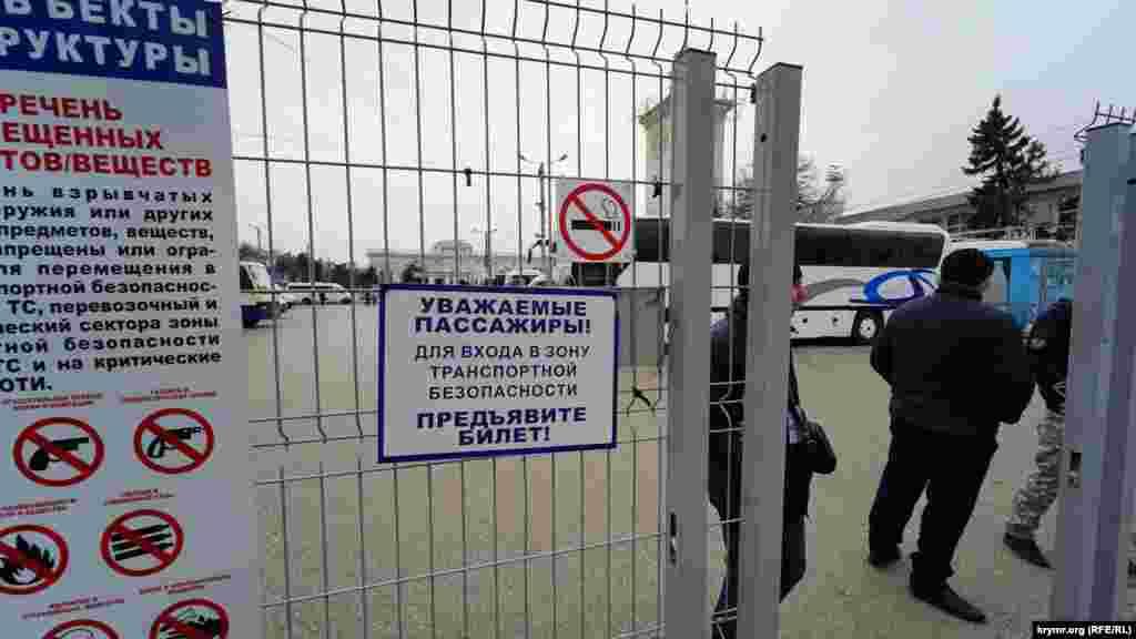 Со 2 апреля 2020 года движение автобусов и троллейбусов между городами Крыма было приостановлено