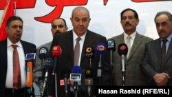 زعيم إئتلاف العراقية أياد علاوي يتحدث في مؤتمر صحفي ببغداد