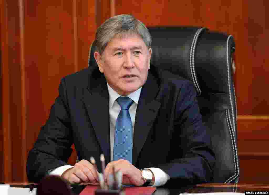 Алмазбек Атамбаев - 2010 жылғы 17 желтоқсаннан 2011 жылғы 1 желтоқсанға дейін үкіметті басқарған.