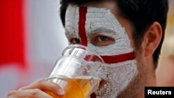 Russia will allow the sale of beer at the World Cup, not only in stadiums, but also in fan zones. (illustrative photo)