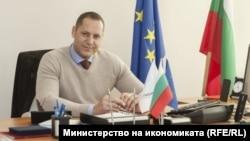 Александър Манолев.