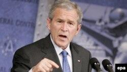 جورج بوش رییس جمهوری آمریکا در کنفرانس «امنيت و دمکراسی» در پراگ شرکت می کند