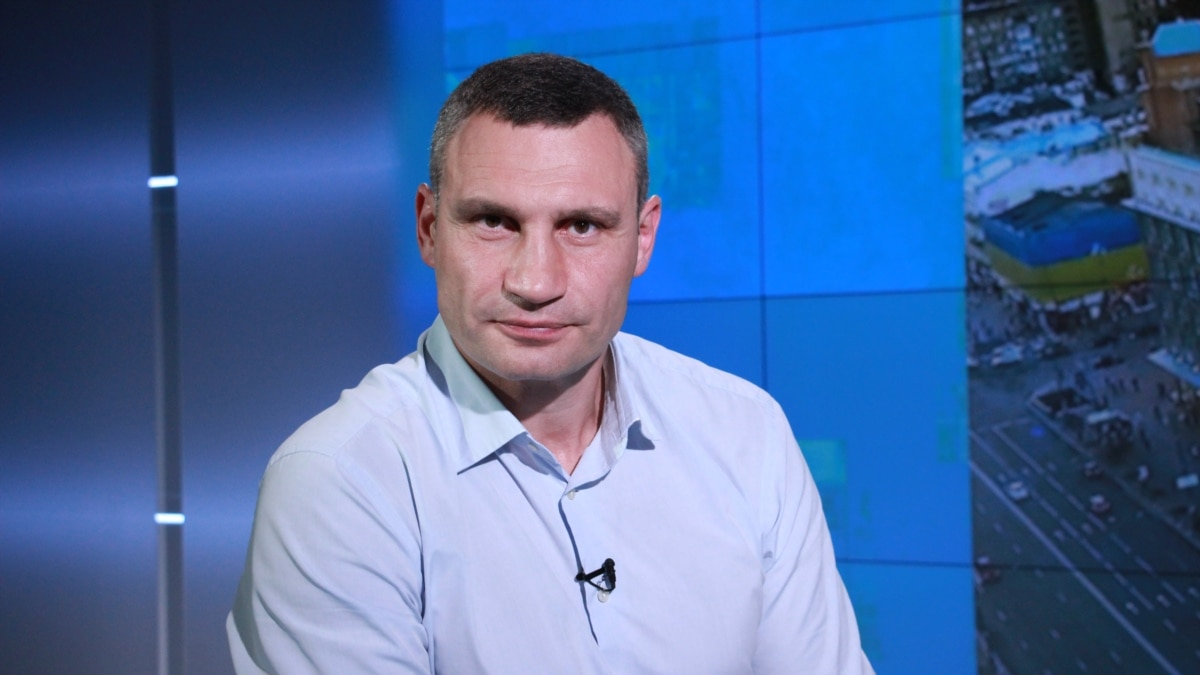 Кличко заявляет, что Киев организует развозку на работу работников соцсферы