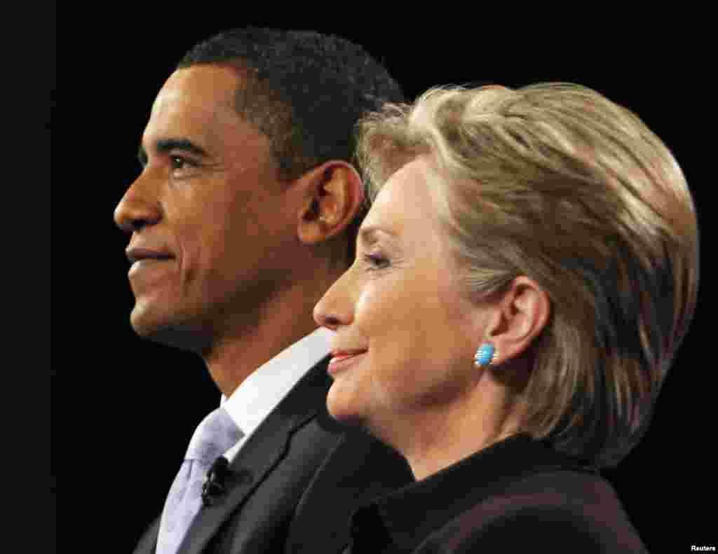 Хиллари Клинтон дает согласие занять пост Государственного Секретаря США после того, как Барак Обама, а не она, был номинирован кандидатом в президенты США от Демократической партии в 2008 году.