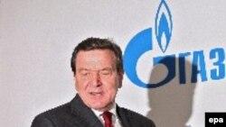 Даже после того, как в «Газпроме» отказались от кредита германского правительства, критика против Шредера не утихает
