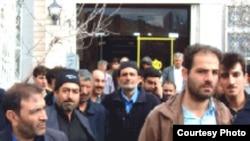 به نوشته گاردین چاپ لندن، تعداد قابل توجهی از اعتصاب ها در پاسخ به توافق دولت محمود احمدی نژاد با کارفرمايان در جهت جلوگيری از افزايش سطوح دستمزدها و باقی نگاه داشتن ميزان درآمد ها در شرايط کنونی انجام گرفته است.