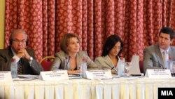 Денешната средба произлегува од заклучоците на неодамна одржаната тркалезна маса посветена на предизвиците и перспективите на македонскиот медиумски простор.