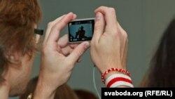 Шмат хто з удзельнікаў прэзэнтацыі ствараў сваю фота- і відэавэрсіі імпрэзы