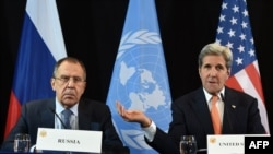 Государственный секретарь США Джон Керри (справа) и министр иностранных дел России Сергей Лавров. Мюнхен, 11 февраля 2016 года.